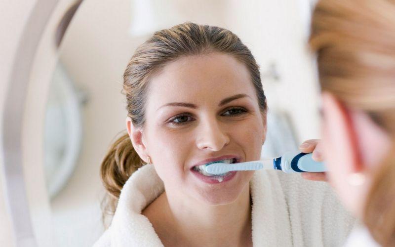 penyebab-gusi-berdarah-pada-saat-menyikat-gigi